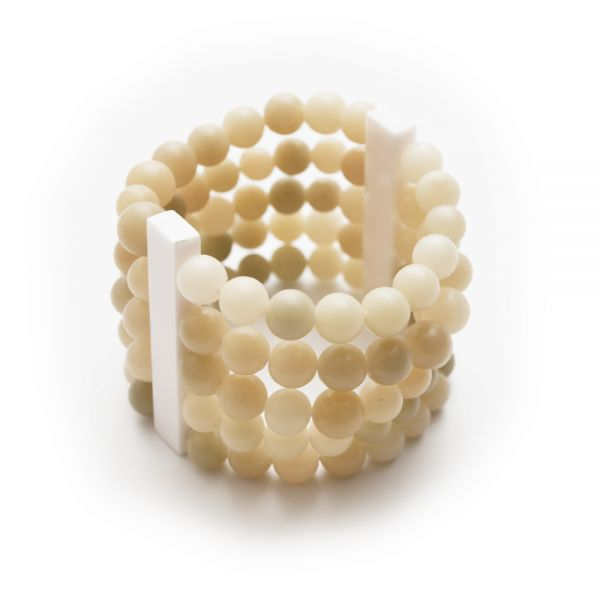Elastisches Perlenarmband in weiß
