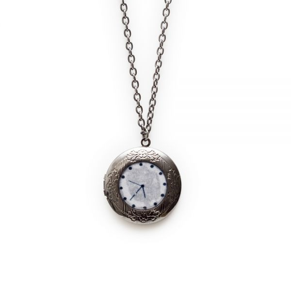Halskette mit Uhr-Anhänger
