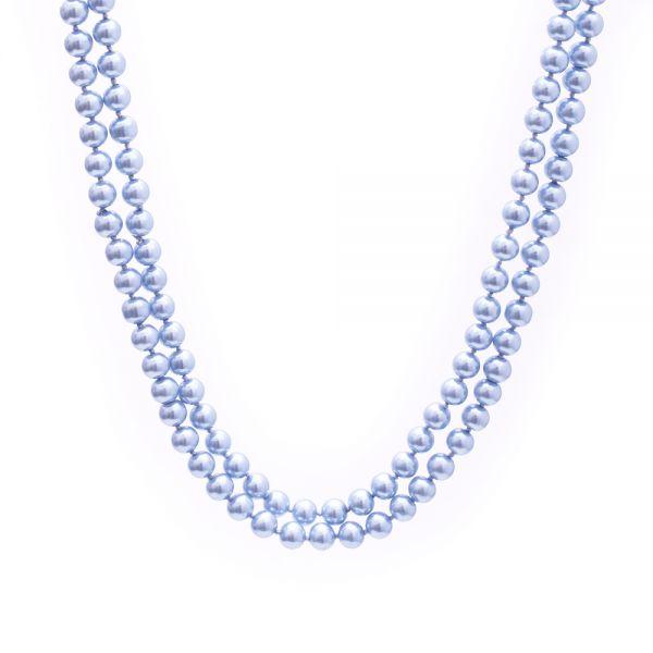 Lange hellblaue Perlenkette