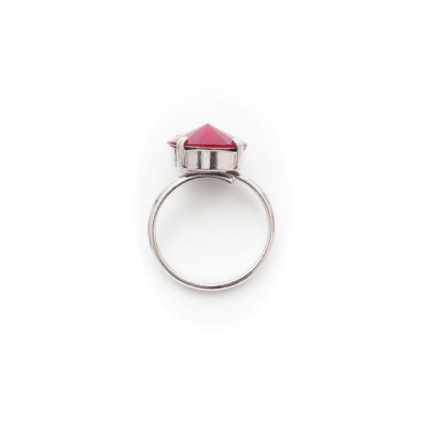 Schöner Damenring mit rotem Kristallstein